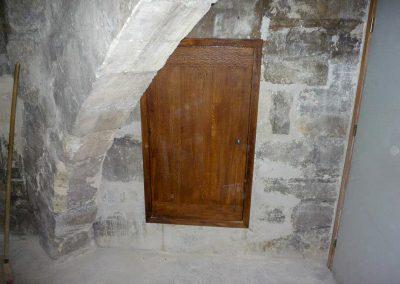 A tiny Oak door for restoration