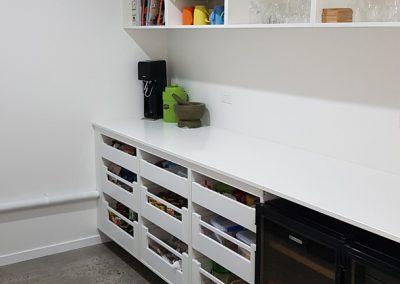 byron-hinterland-Minimalist-white-kitchen (10)