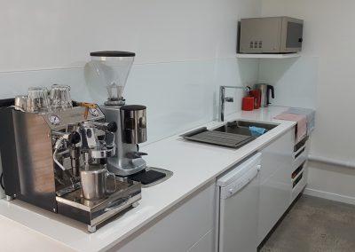 byron-hinterland-Minimalist-white-kitchen (14)