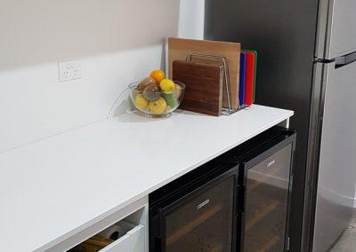byron-hinterland-Minimalist-white-kitchen (2)