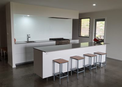 byron-hinterland-Minimalist-white-kitchen (4)
