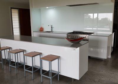 byron-hinterland-Minimalist-white-kitchen (5)