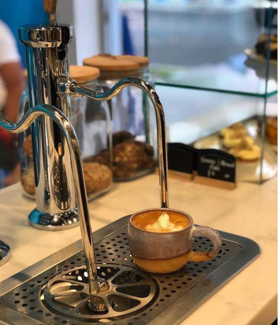 velvet-cafe-byron-bay-shopfitting-with-coffee-machine